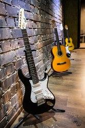 Обучение игре на гитаре,  барабанах,  вокалу