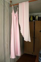 Платье нежно-розового цвета,  не яркое. Б/у один раз. Размер 44.